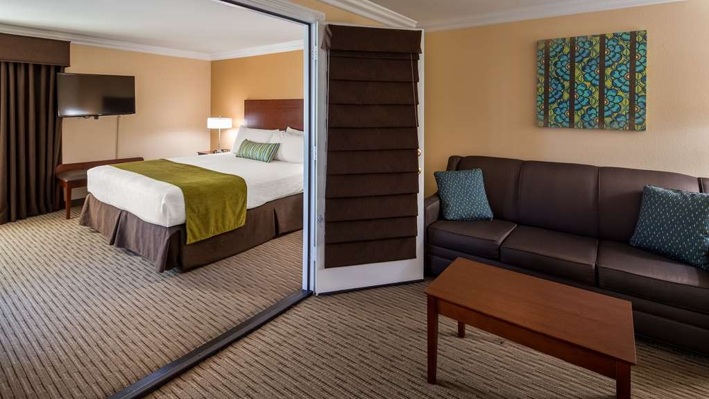 Best Western Harbour Inn & Suites - Two Room Suite with King Bed, Harbor View, and Balcony.