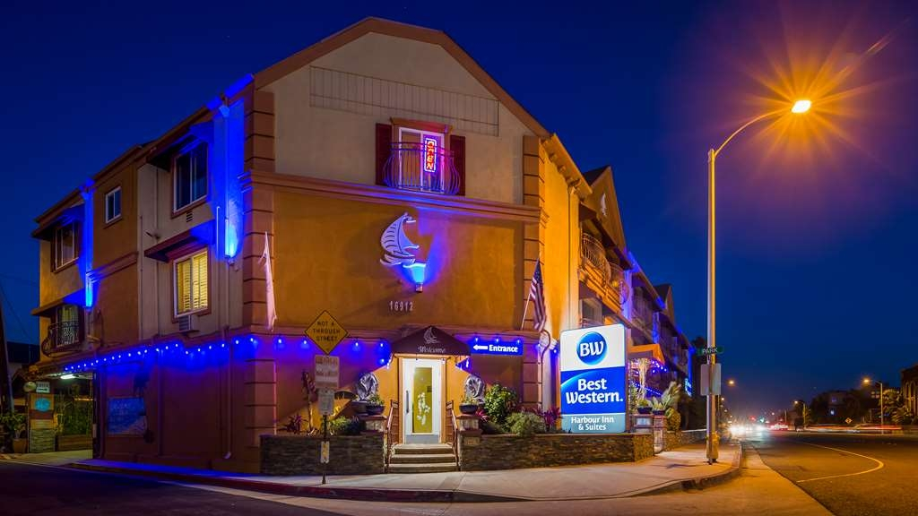 Best Western Harbour Inn & Suites - Hotel Exterior