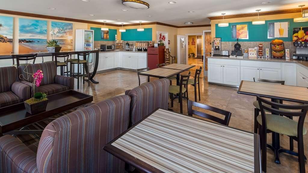 Best Western Harbour Inn & Suites - Breakfast Area