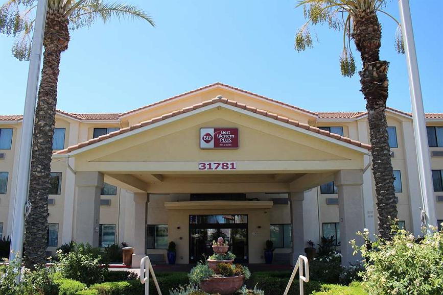 Best Western Plus Lake Elsinore Inn & Suites - Aussenansicht
