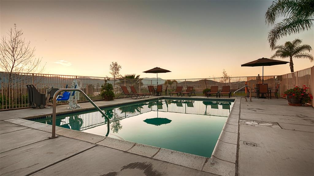 Best Western Plus Lake Elsinore Inn & Suites - Vue de la piscine