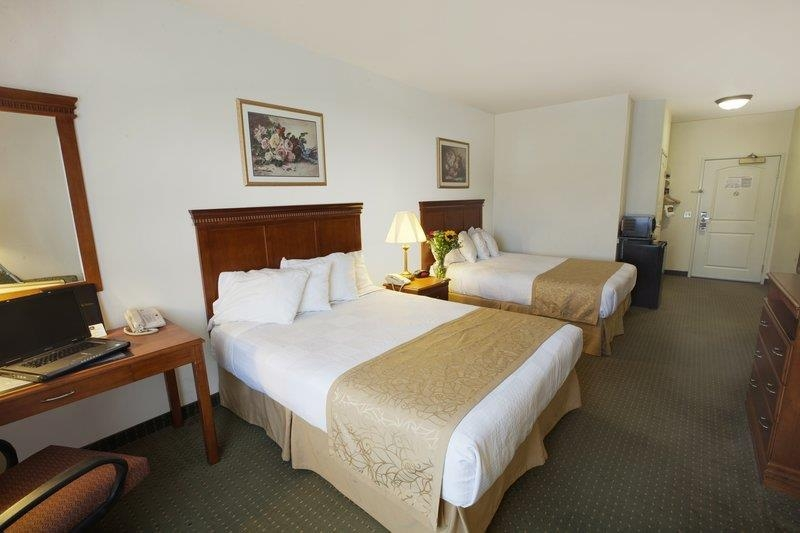 Best Western Plus Lake Elsinore Inn & Suites - Chambre queen size