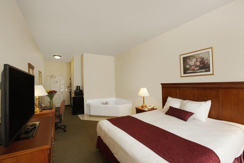 Best Western Plus Lake Elsinore Inn & Suites - Habitación con piscina de hidromasaje