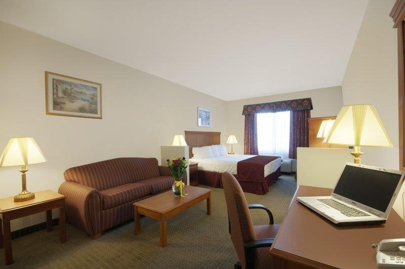Best Western Plus Lake Elsinore Inn & Suites - Chambre