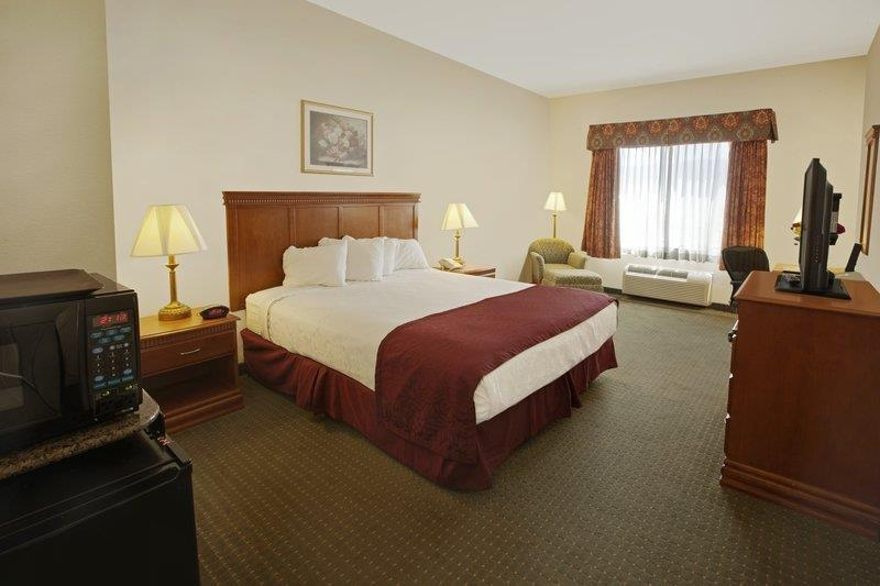 Best Western Plus Lake Elsinore Inn & Suites - Chambre king size