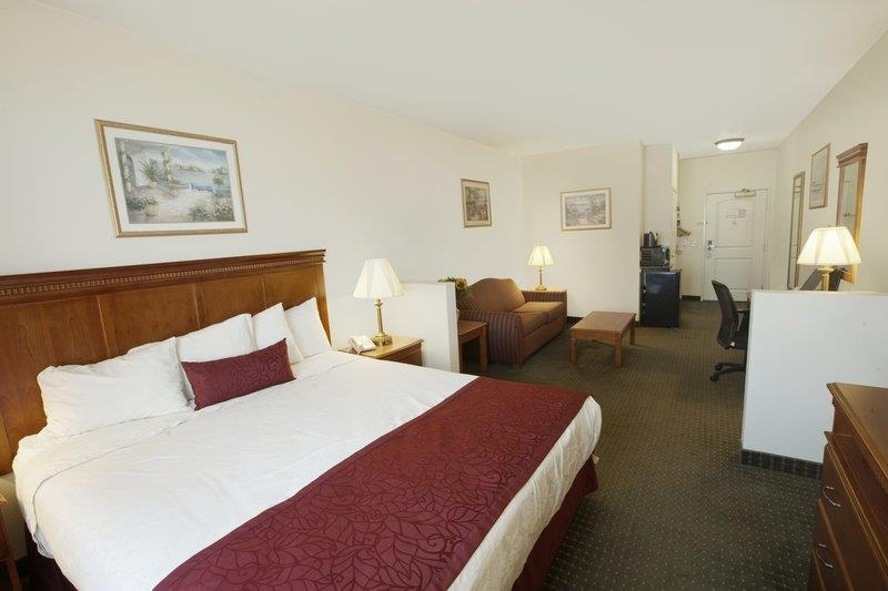 Best Western Plus Lake Elsinore Inn & Suites - Suite king size