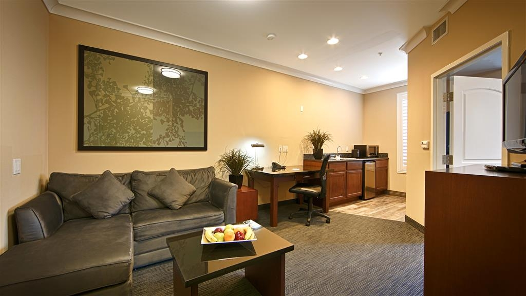 Best Western Plus Avita Suites - One Bedroom Suite - Living Room area w/ Wetbar, Microwave, Mini fridge