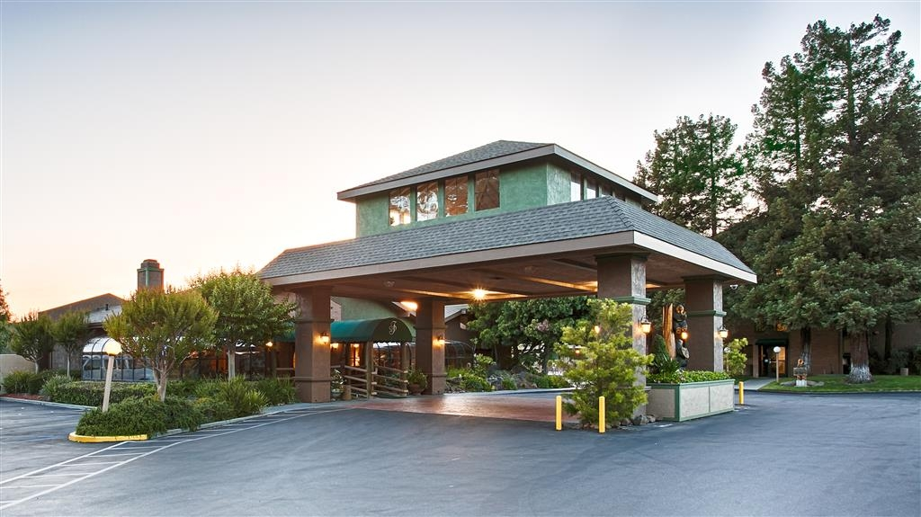 Best Western Plus Forest Park Inn - Vista Exterior