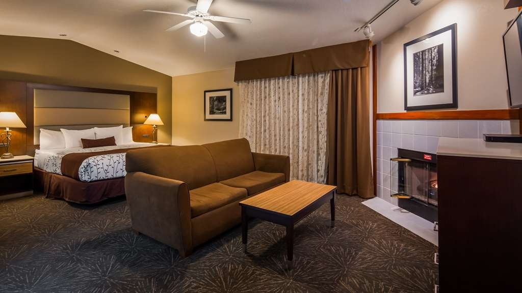 Best Western Plus Forest Park Inn - Are you seeking pure, complete and total relaxation? Then make a reservation in our executive suite. #SuiteLife #UpgradedRoom #StayInComfort