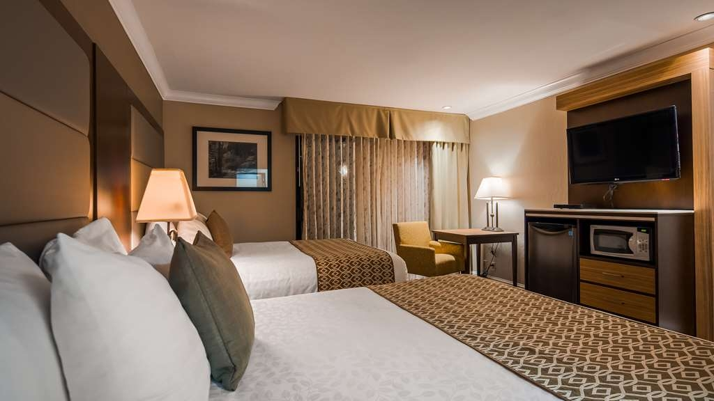 Best Western Plus Forest Park Inn - Your comfort is our first priority. In our two queen bed guest room, you will find that and much more.