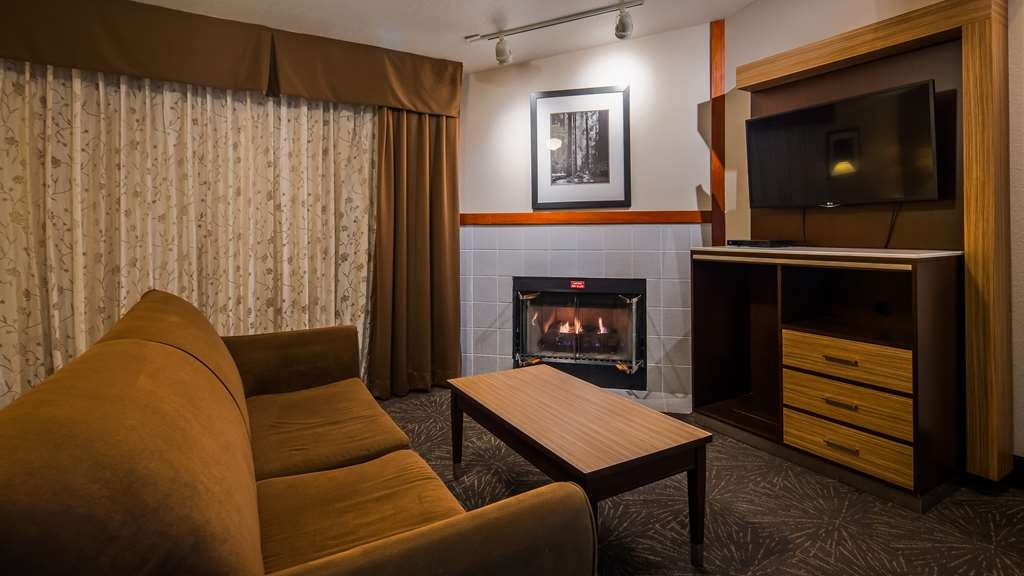 Best Western Plus Forest Park Inn - If you're looking for a little extra space to stretch out and relax, book one of our executive suite.
