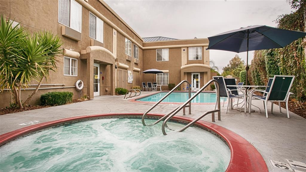 Best Western Galt Inn - Plan the perfect escape to relax in our hot tub.
