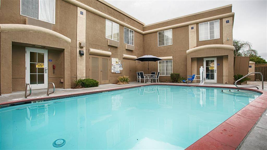 Best Western Galt Inn - Have some fun in the sun with your family at our outdoor pool.