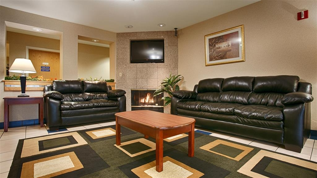 Best Western Galt Inn - Kick your feet up after a long day in our comfortable lobby area.