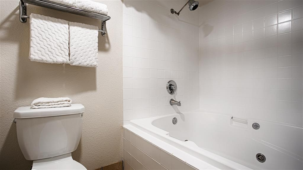 Best Western Galt Inn - Wash away the stress from the day in the jetted tub, featured in our king suite.