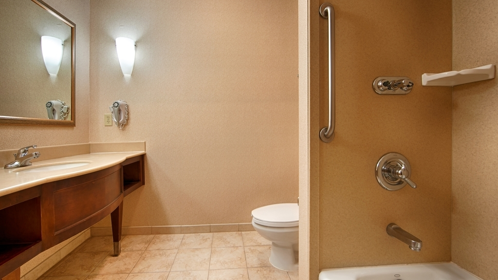 Best Western Joshua Tree Hotel & Suites - Enjoy getting ready for the day in our fully equipped guest bathrooms.