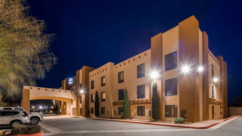 Best Western Joshua Tree Hotel & Suites - Hotel Exterior at Night