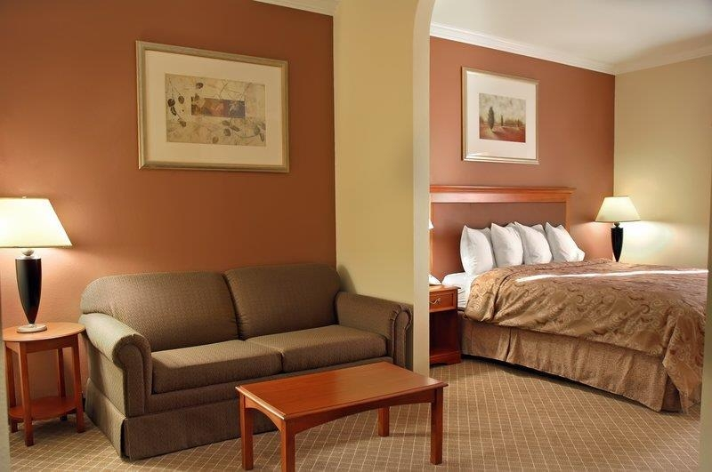 Best Western Joshua Tree Hotel & Suites - Guest Room - Living Area