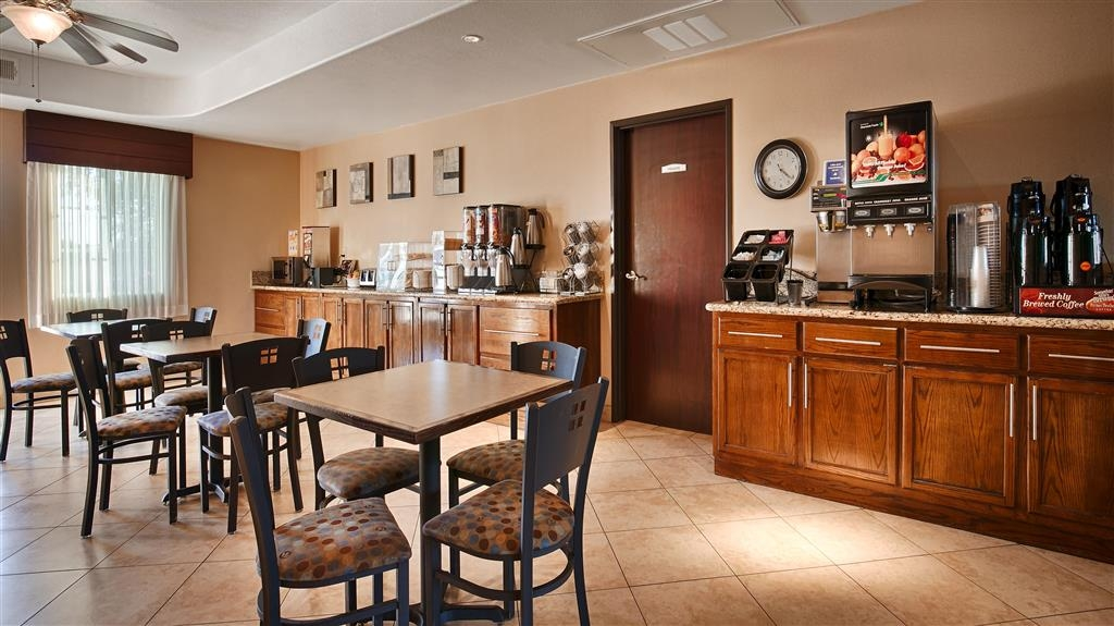 Best Western Plus Main Street Inn - Breakfast Room