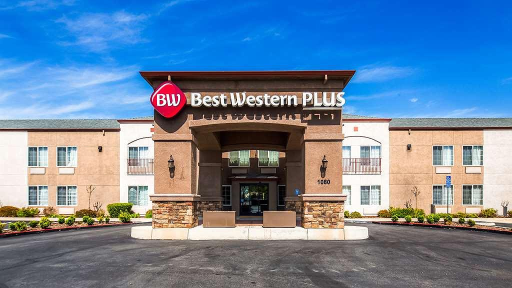 Best Western Plus Twin View Inn & Suites - Aussenansicht