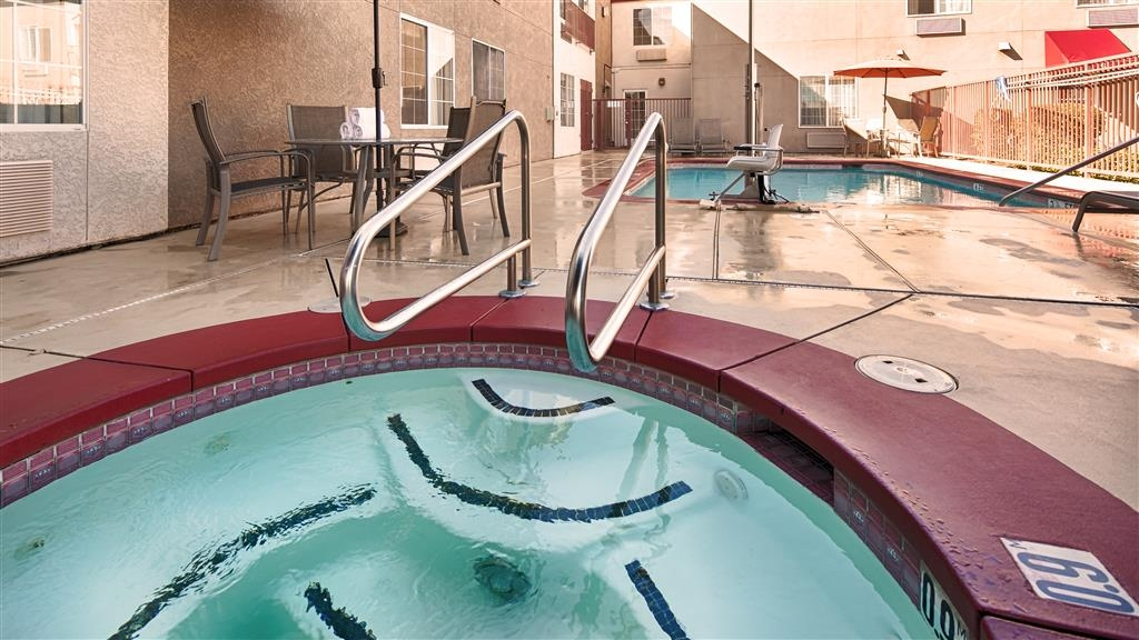 Best Western Plus Twin View Inn & Suites - Nothing beats a long soak in our hot tub.
