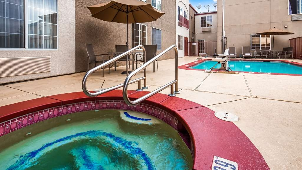 Best Western Plus Twin View Inn & Suites - Relax the body, mind and soul in our hot tub.