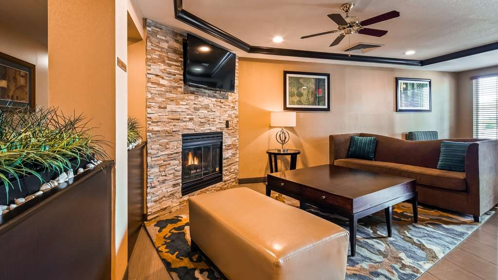 Best Western Plus Twin View Inn & Suites - We strive to exceed your every expectation starting from the moment you walk into our lobby.