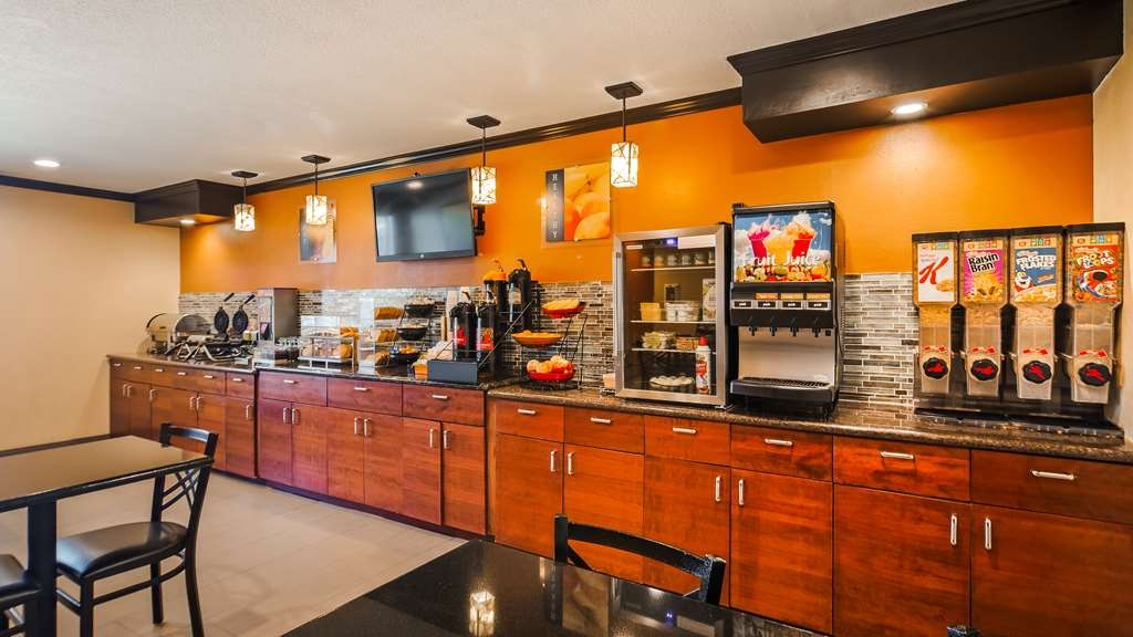 Best Western Plus Twin View Inn & Suites - Enjoy a balanced and delicious breakfast with choices for everyone.