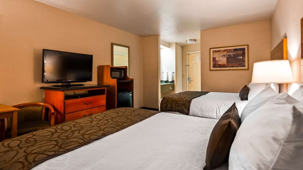 Best Western Plus Twin View Inn & Suites - Bring the whole family along next time and stay in our 2 queen guest room.