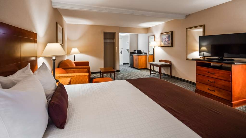 Best Western Plus Twin View Inn & Suites - We've designed our ADA mobility accessible rooms to make our guests with disabilities feel more comfortable.
