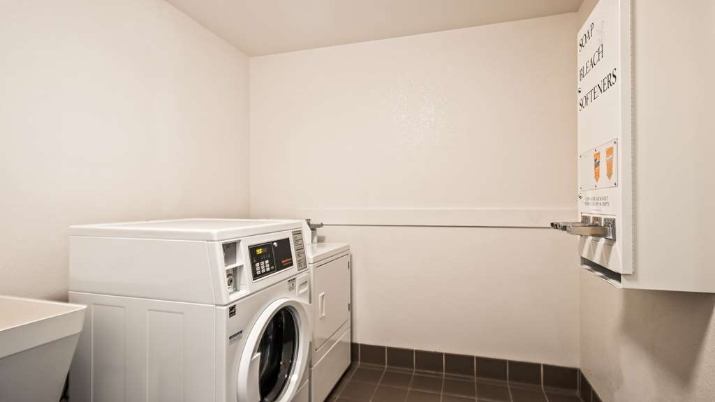 Best Western Plus Twin View Inn & Suites - Guest Laundry room available 24/7 for your convenience.