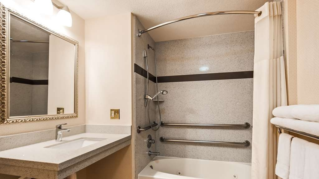 Best Western Plus Twin View Inn & Suites - After a long day of work and play, you deserve a long soak in our relaxing jetted tub with additional handrails for ADA accessibility.