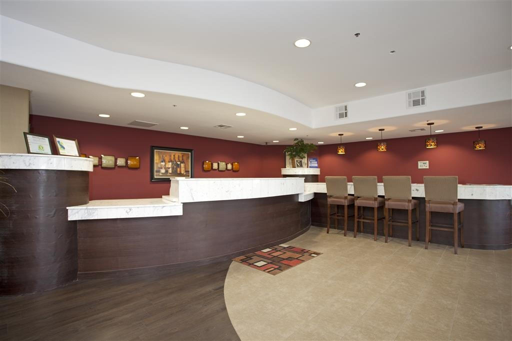 Best Western Plus Wine Country Inn & Suites - Lobby Merkmal