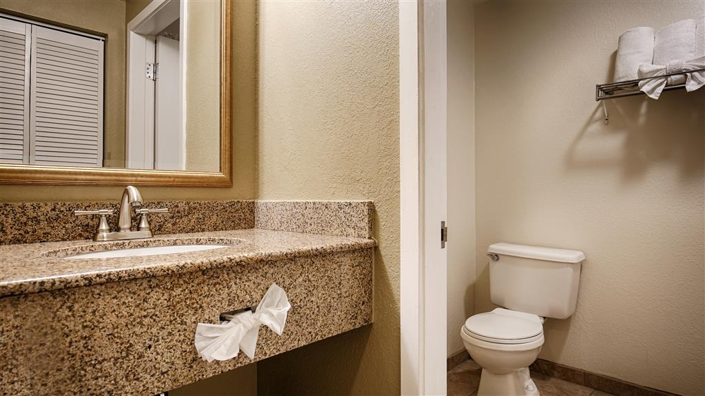 Best Western Plus Wine Country Inn & Suites - Enjoy getting ready for the day in our fully equipped guest bathrooms.