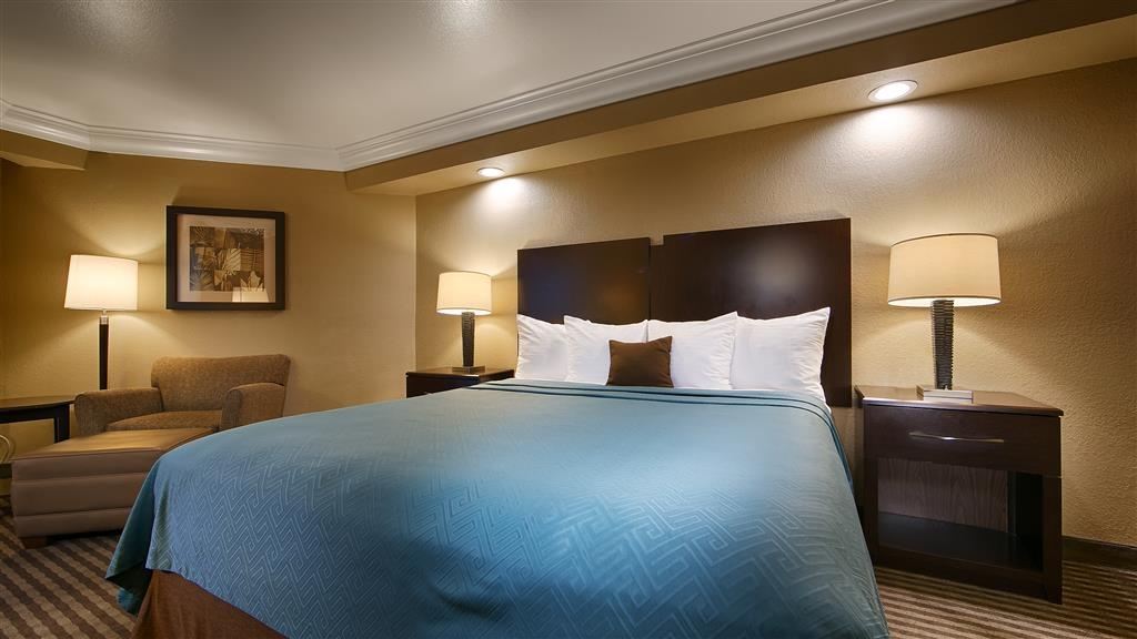 Best Western Plus Wine Country Inn & Suites - Stocked with everything you need and even a little more, our king guest rooms are the perfect home away from home.