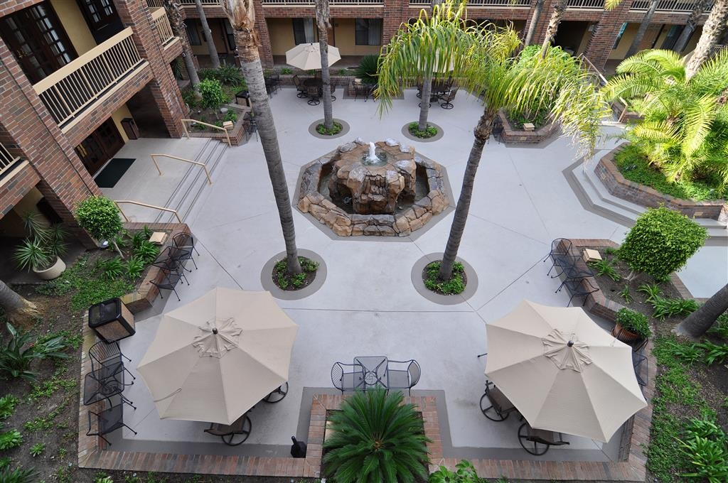 Best Western Plus Meridian Inn & Suites, Anaheim-Orange - Cour de l'hôtel