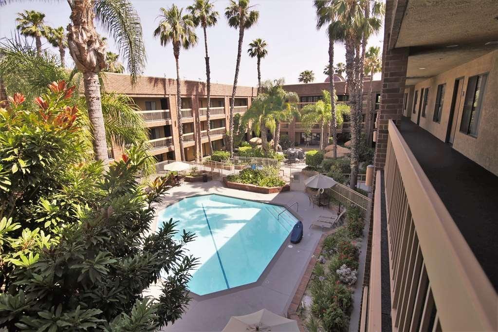 Best Western Plus Meridian Inn & Suites, Anaheim-Orange - Vue de la piscine