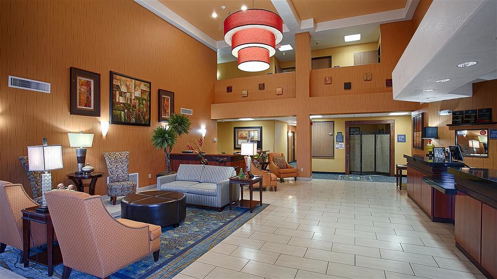 Best Western Plus Fresno Inn - Vista del vestíbulo