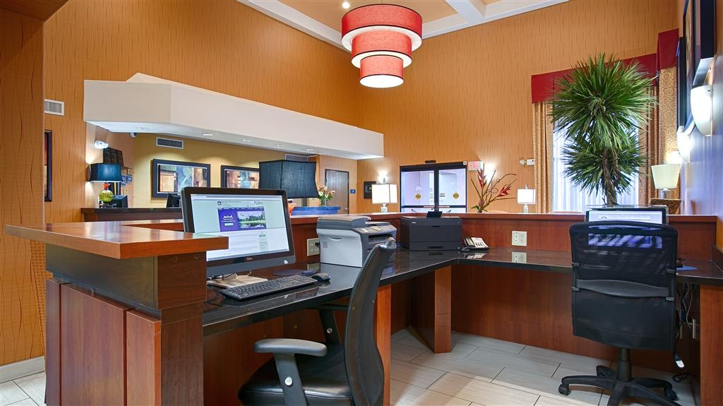 Best Western Plus Fresno Inn - Our business center is available to help you prepare travel itineraries, send emails or browse the web.