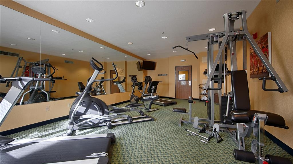 Best Western Plus Fresno Inn - Our fitness center allows you to keep up with your home routine even when you're not at home.