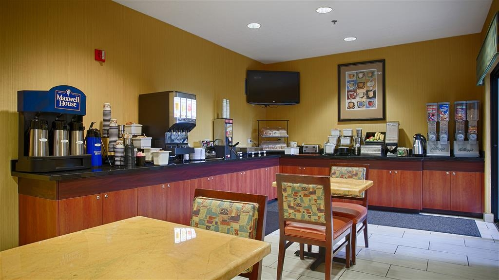 Best Western Plus Fresno Inn - Kick-start your morning with a complimentary breakfast at the Best Western Plus Fresno Inn.
