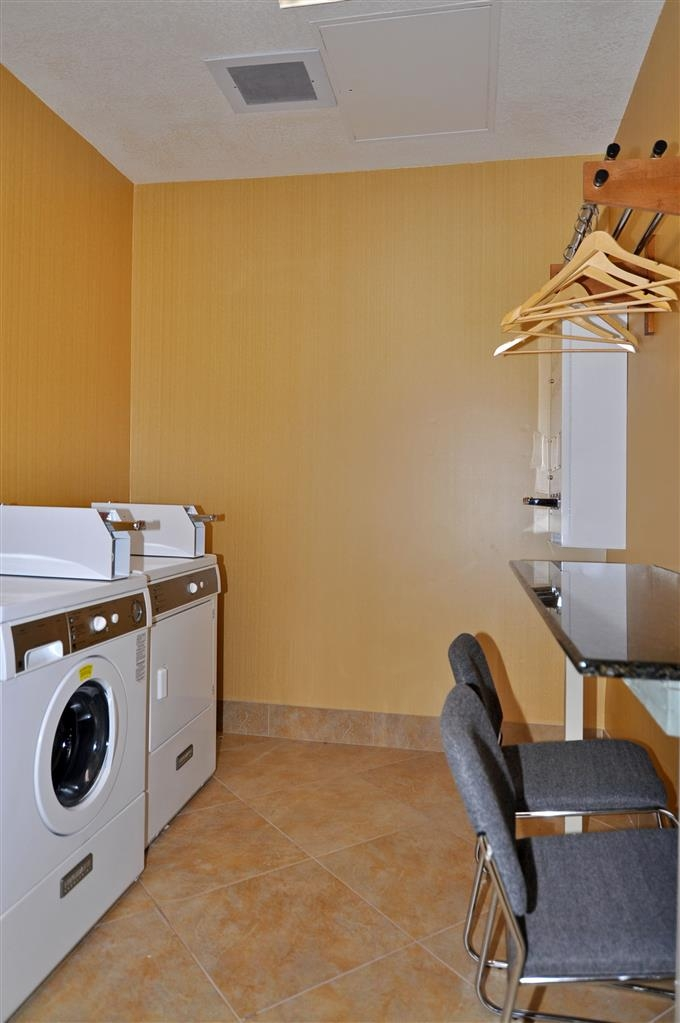 Best Western Plus Fresno Inn - We offer a place to clean your laundry before you get on the road again.