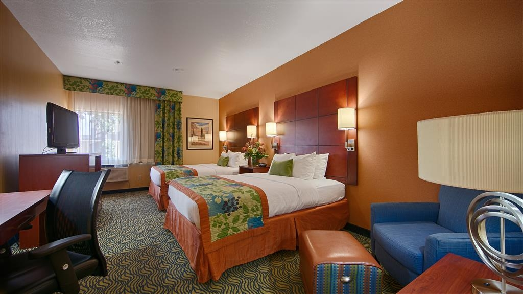 Best Western Plus Fresno Inn - Space is yours in our two queen guest room.