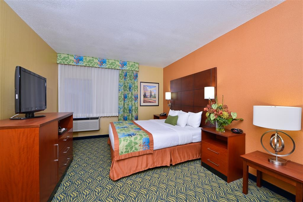 Best Western Plus Fresno Inn - Whether you are traveling for business or leisure, our king guest rooms will make you feel at home.