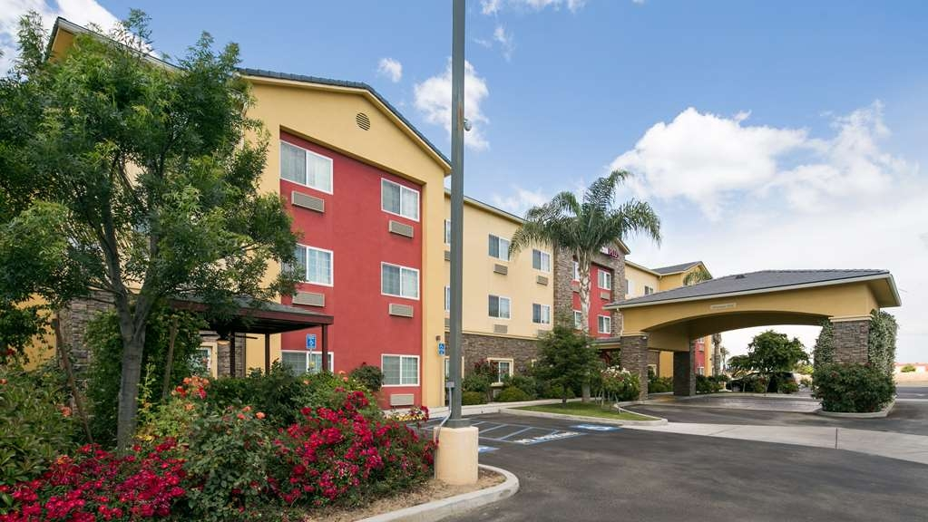 Best Western Plus Wasco Inn & Suites - Exterior