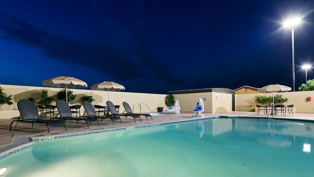 Best Western Plus Wasco Inn & Suites - Piscina