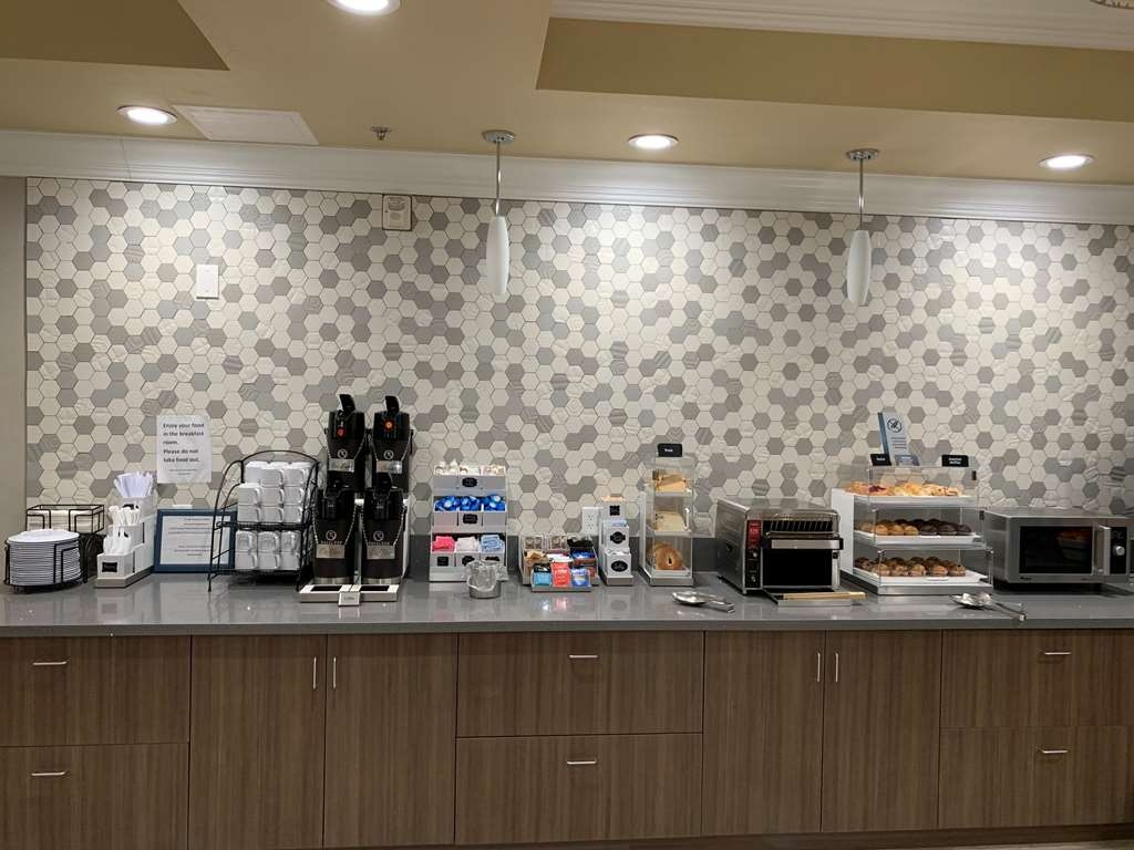 Best Western Plus Wasco Inn & Suites - Breakfast Buffet