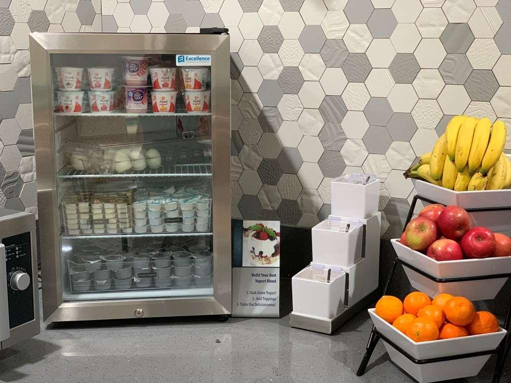 Best Western Plus Wasco Inn & Suites - Fresh Fruit and Yogurt