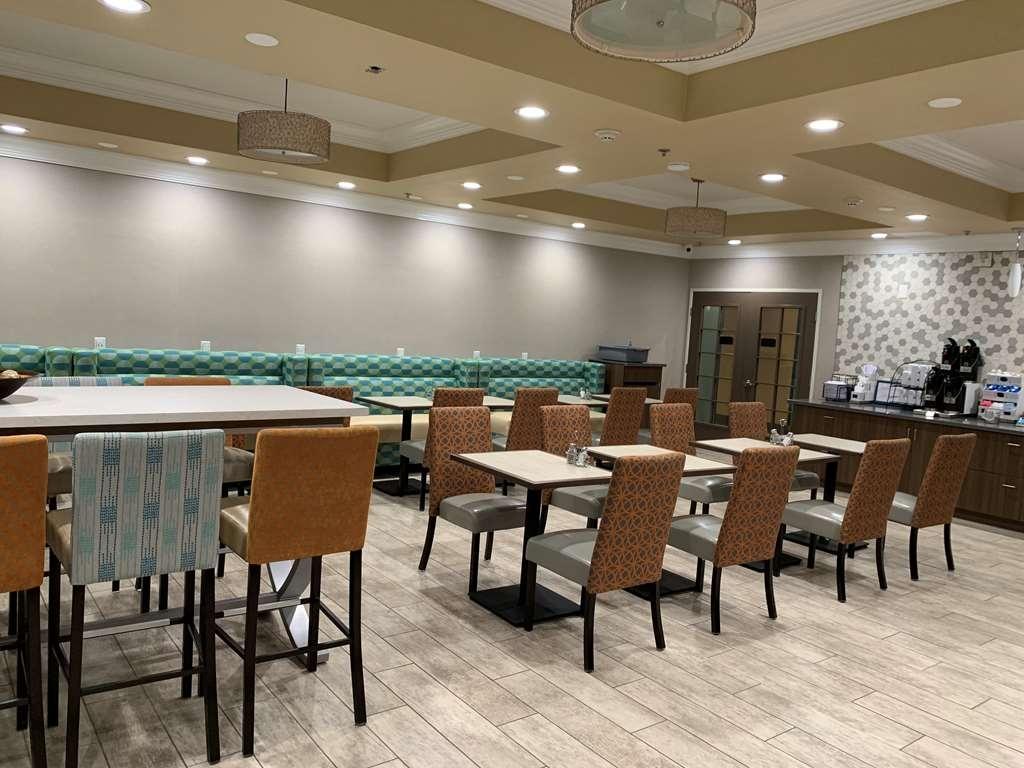 Best Western Plus Wasco Inn & Suites - Breakfast Room seating
