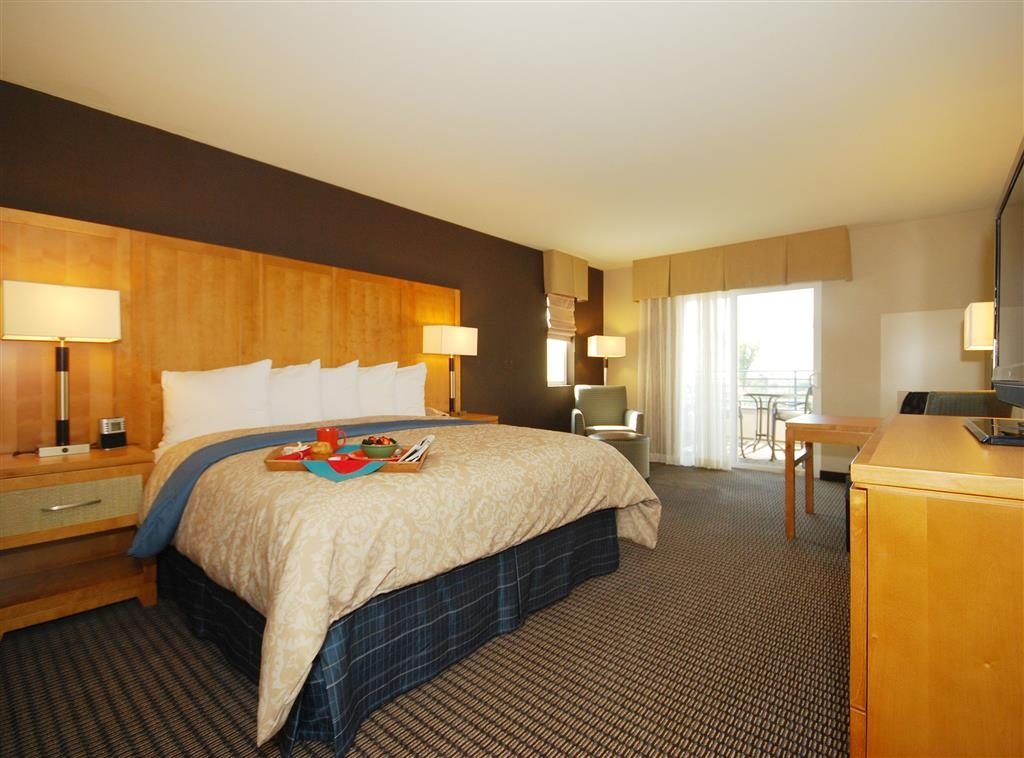 Best Western Plus Marina Gateway Hotel - King Guest Room